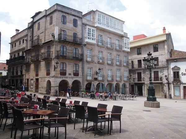 Vigo bietet zahlreiche lauschige Plazas wie hier mitten in der Altstadt, el Casco Bello.