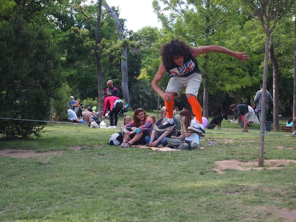 At Parc Ciutadellat, many events such as slacklining are taking place on this first Sunday in June.