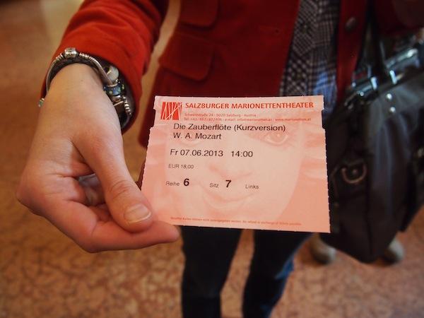 Angekommen in Salzburg erleben wir einen Besuch der Zauberflöte, wie wir ihn noch nie zuvor erlebt haben: Im Marionettentheater der Stadt!