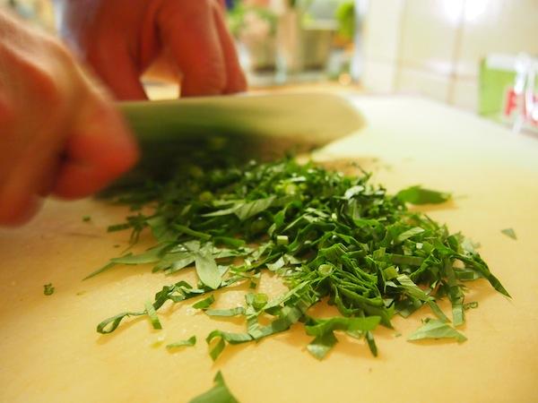"""Das Beste der Besten landet dann wenig später in """"unserer Küche"""": Kräuter-Kochkurs ist angesagt!"""