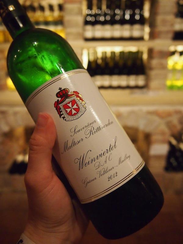 """Unsere Weinverkostung in der Schlossvinothek des Schlosshotel Mailberg dürfen wir dabei natürlich """"nicht vergessen"""" ... Prost mit diesen edlen Tropfen, ihr Lieben :D"""