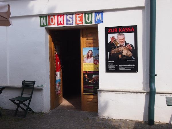 Das Nonseum im niederösterreichischen Weinort Herrnbaumgarten ist in der Tat einen Besuch wert.
