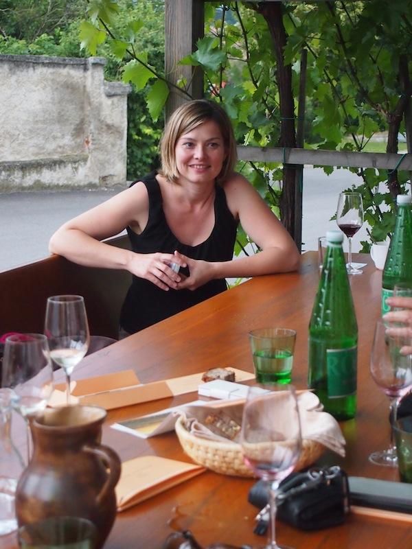 In netter, familiärer Atmosphäre werden hier direkt auf der privaten Terrasse Weinverkostungen & Besichtigungen des Weinguts organisiert.