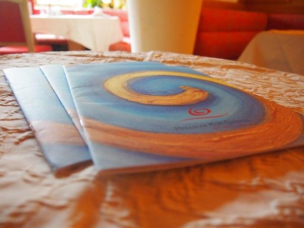 Das Haus-Magazin des Impuls Hotel Tirol entschleunigt durch kreative Farb-, Bild- & Wortgestaltung. Während des Workshops analysieren wir gemeinsam die Botschaften des Betriebes an seine Gäste.