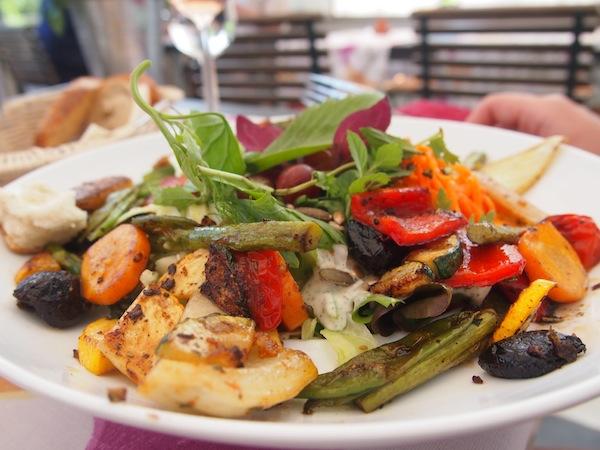 ... wir lieben die Salate des Hauses, kreativ zusammengestellt und herrlich erfrischend an einem heißen Sommertag.