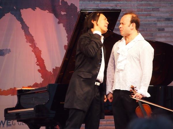 Grrr! – Igudesman & Joo beim herzhaft komischen, musikalischen Schauspiel im Rahmen des Mosel Musikfestivals.