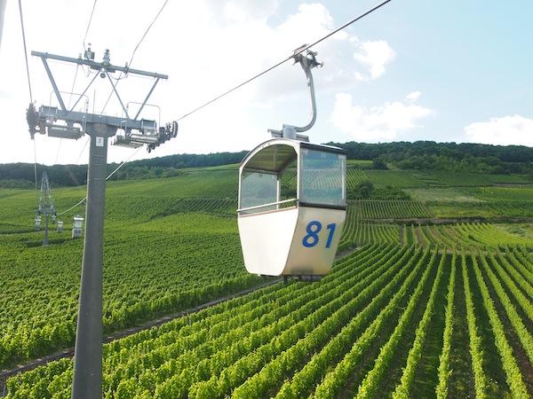 ... schon lässig, so eine Gondel hoch über den Weingärten!