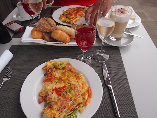 ... breakfast in the morning: Here, you can enjoy each and every meal of the day thanks to the wonderful local cuisine.