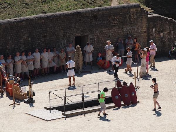 Blick auf die Gladiatorenschule im Amphitheater von Trier.