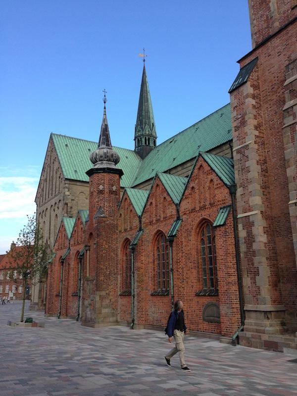 Hier starten während der Sommermonate vom Kirchplatz aus jeden Abend um 20.00 und 22.00 Uhr ...
