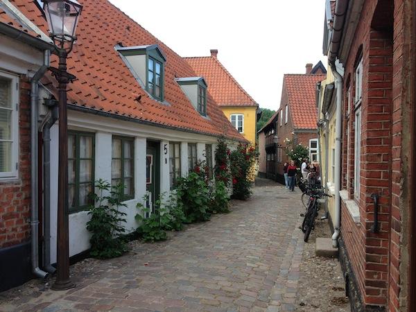 Angekommen in der Stadt Ribe, entdecken wir den Zauber einer wunderhübschen dänischen Kleinstadt.