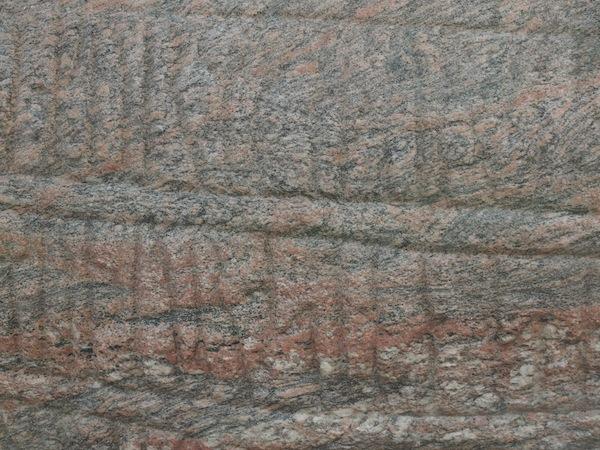 Im Westen Dänemarks trifft man in der Kleinstadt Jelling auf alte Runenzeichen & Grabdenkmäler der Wikinger aus der Zeit des frühen Mittelalters.