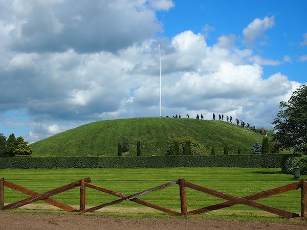 Hier können Königsgräber der Wikinger bestiegen und mehr über deren Kultur erfahren werden.