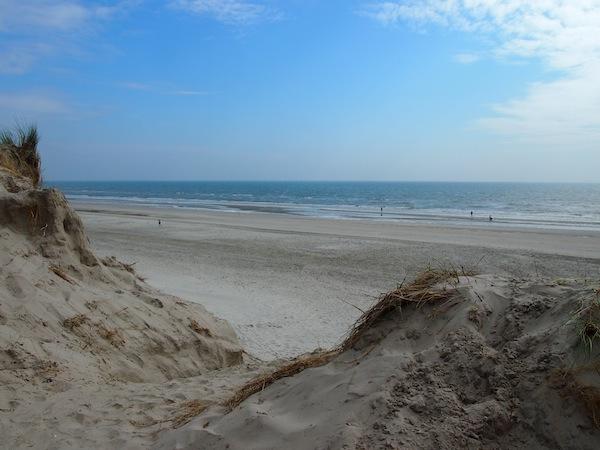 Angekommen ganz im Westen Dänemarks genießen wir die Aussicht über das Meer der Nordsee nahe der Kleinstadt Hvide Sande ...