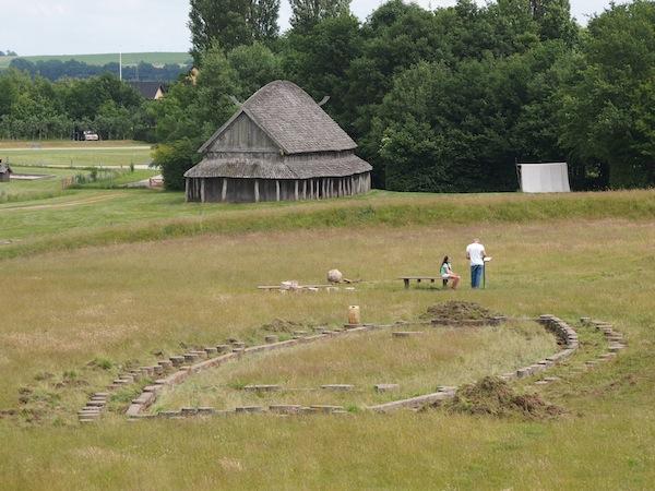 Ein weiterer Nachbau einer Wikinger-Siedlung, die Festung von Trelleborg im Nordwesten der Insel Seeland, welche einen Besuch lohnt.