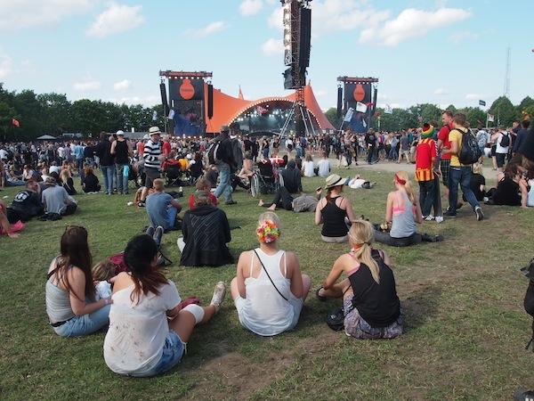 Festivalstimmung in Roskilde: Beats & Bands wie hier die norwegischen Rocker Turbonegro genießen.