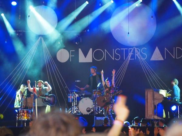 """Weiter geht es mit der sensationellen & vor allem sehenswerten Band """"Of Monsters & Men"""", die durch talentierte Musiker auf der Bühne sowie gelungene Indie-Rhythmen überzeugt."""
