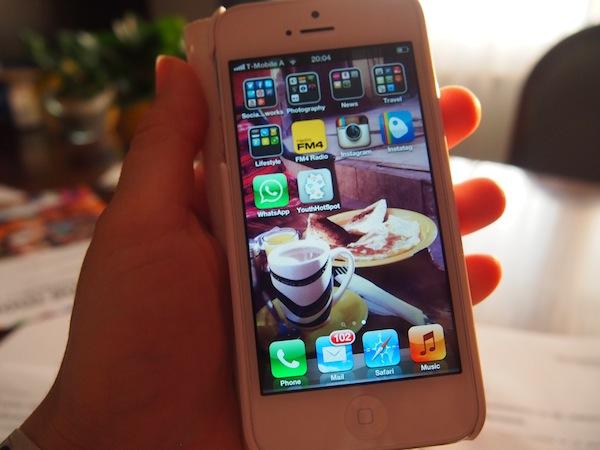 Dank des neuen iPhone 5 und meiner internationalen SIM-Karte werde ich Euch laufend von unterwegs berichten können: Folgt mir gerne bei Instagram, Facebook & Twitter!