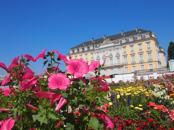 Der Blick auf das Schloss von den Palastgärten, welcher der französischen Gartenkunst nachempfunden sind, ist einfach wunderschön.