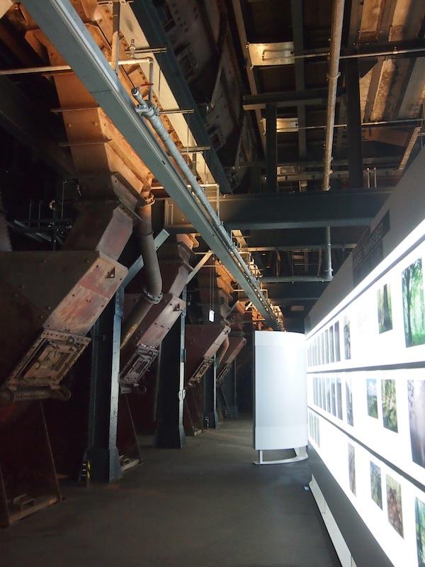 In der größten Anlage des Geländes, nahe des Schacht XII zum Abbau der Steinkohle in der Erde, befindet sich heute ein modernes Multimedia-Museum welches Aufschluss über die damaligen Lebens- und Arbeitsbedingungen gibt.