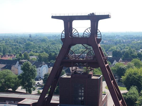 Der größte Förderturm der Anlage steht als stolzes Wahrzeichen des Welt-Industrie-Erbes Zeche Zollverein.