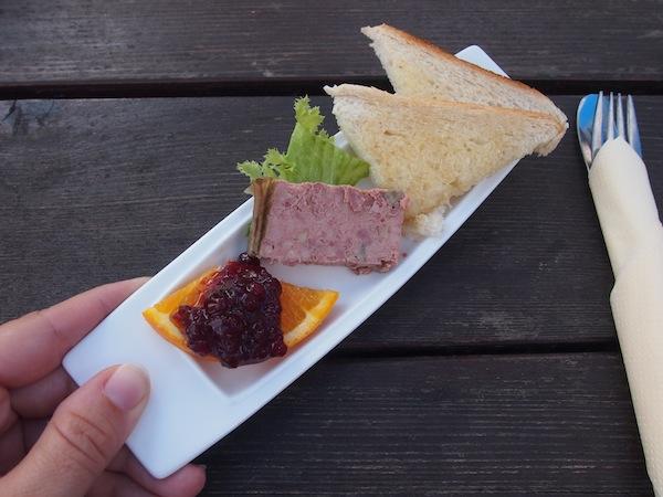 """... und werden dabei vom Alpengasthof Enzianwirt an der Bergstation der Rollerbahn in Mönichkirchen auf das Herzlichste begrüßt und verwöhnt, inklusive diesem köstlichen """"Gruß aus der Küche"""" für uns als Gäste. Herrlich!"""