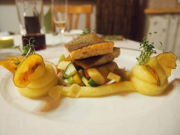 Und auch hier essen wir total gut: Im Wirtshauskultur-Betrieb Krumbacherhof im niederösterreichischen Krumbach inmitten der Buckligen Welt.