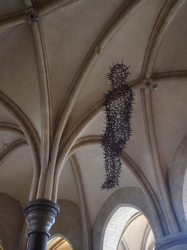 This statue made entirely of nails was put up by the figural artist Gormly commemorating the martyr death of the Archbishop of Canterbury, Thomas Becket, during the 15th century.