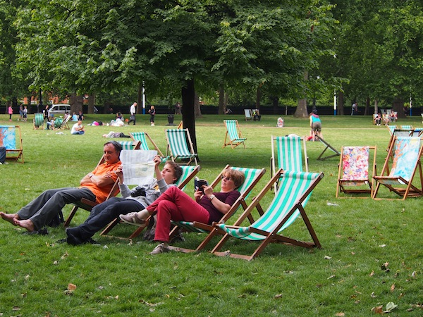 "Oder hier mal abhängen: ""Strandstimmung"" im Londoner St. James Park nahe des Buckingham Palace."