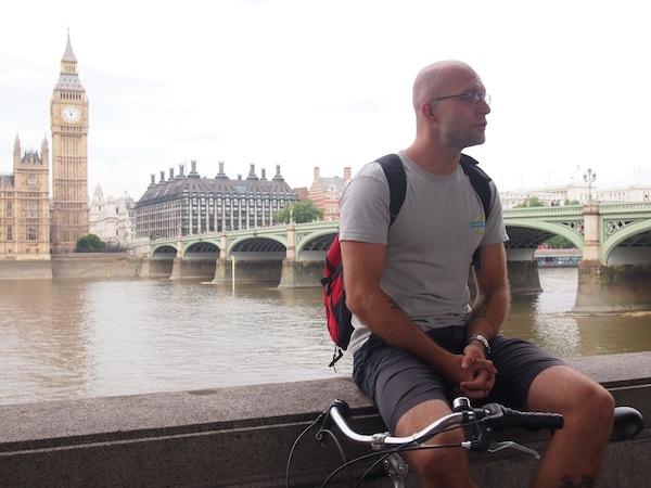 """Auch sehr cool: Eine einzigartige """"guided bicycle tour"""" durch die Innenstadt von London, bei der man in der Gruppe geschützt unterwegs ist und viel Neues zu Attraktionen und Sehenswürdigkeiten erfährt."""