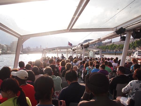 """Einfach mal wieder ... """"funny tourist things"""" machen! Unser London VIP Pass erlaubt uns die klassische Bootstour auf der Themse ohne weiteren Aufpreis mitzumachen :)"""
