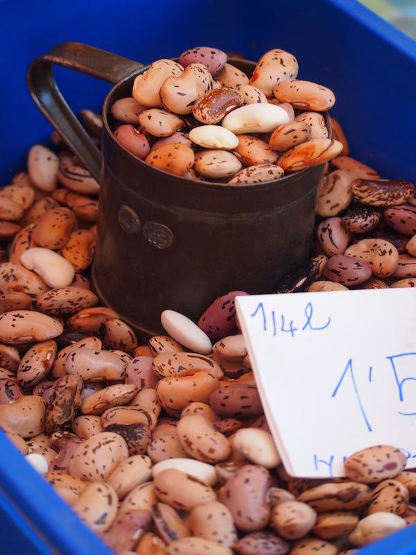 Die Käferbohnen, eines der berühmten kulinarischen Exporte der Steiermark, gibt es hier in Hülle & Fülle zu kaufen. Leicht nussig und wirklich köstlich im Geschmack, verfeinern sie jeden Salat.