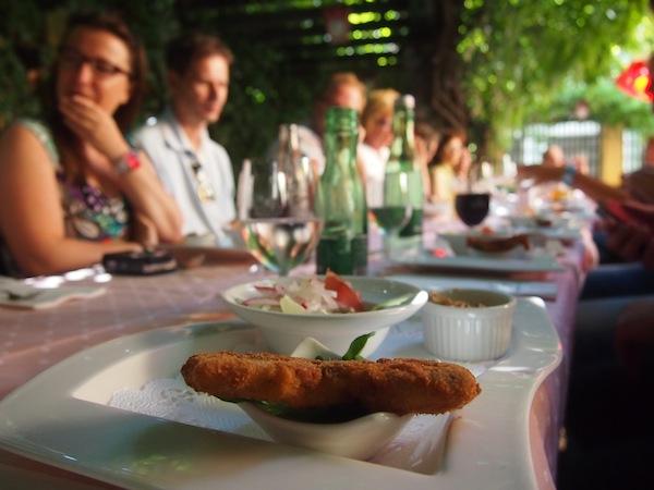 Beim Kulinarischen Rundgang durch die Genusshauptstadt Österreichs ist der erste Stop gleich zu Beginn im Romantik Parkhotel mit gutem Essen & Trinken - was sonst.