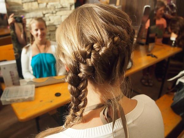 Glücklich, glücklich: Wie ein Schulmädchen kurz vor der Ballnacht fühle ich mich mit meiner neuen Haarpracht!