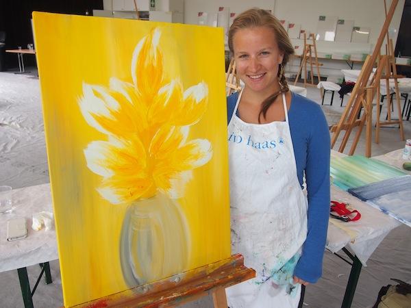 Freude wie in Kindheitstagen: Mein Acrylbild, ein sonnig-inspiriertes florales Motiv, entsteht.