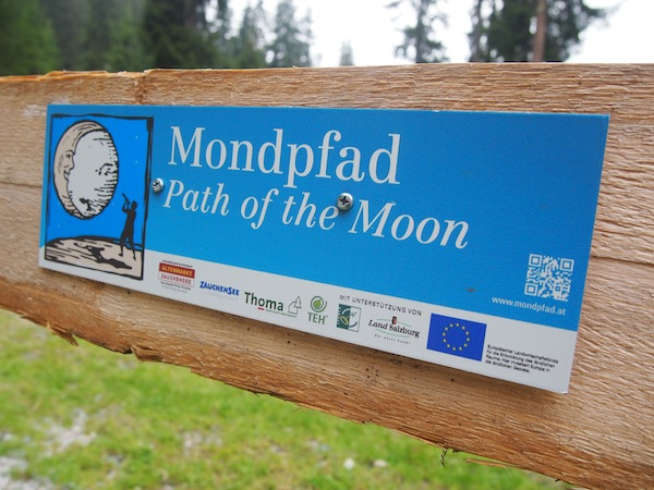 Auf zum Mondlehrpfad: Eine ca. halbstündige Wanderung in der Nähe des Zauchensees führt zu interessanten Wissens- und Mythen-Stationen rund um die Kraft des Erdtrabanten.