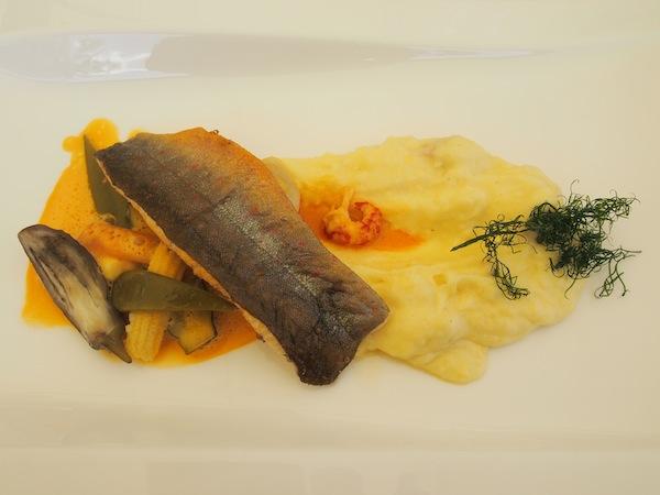... gefolgt von Fisch aus heimischen Gewässern: Der Seesaibling ist eine lokale Spezialität und wird vom Küchenchef & seinem Team sorgfältig zubereitet.
