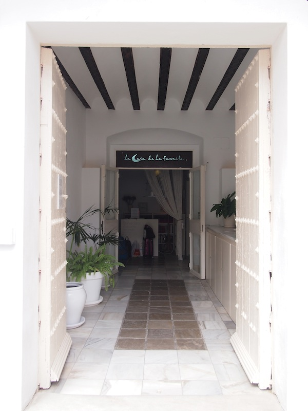 The charming atmosphere of our hotel La Casa De La Favorita in the heart of the old town of Tarifa.