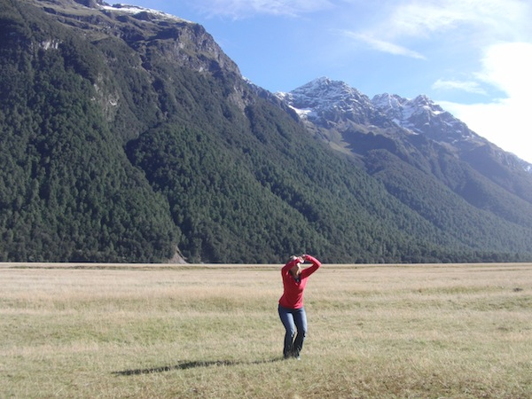 One of my most favourite landscapes of all times: The 120 km drive from Te Anau to Milford Sound, passing the so-called Eglinton valley named after a Scottish explorer. Taking this weird posture, I am actually trying to jump there ...