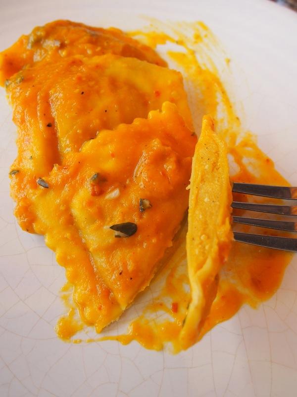 Die Frittata hier ist wie alle anderen Speisen einfach ein Gedicht; schon mehrfach wurde das kreative Küchenteam zu einem der besten Lokaltipps am Wasser landesweit ausgerufen.