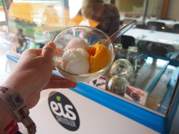 Eis gibt es direkt von lokalen Produzenten, der EisGreisslerei im Südburgenland. WE LIKE :)