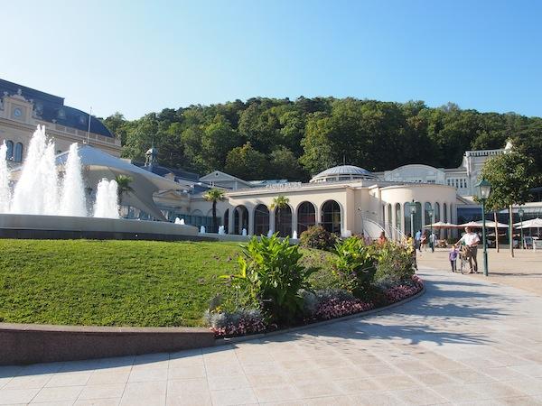 """Lustwandeln in der alten Römerstadt Baden: Nach der historischen Stadtführung geht es direkt zum Erlebnis """"Dinner & Casino"""" in einem der ältesten Spielkasinos von Mitteleuropa, dem Grand Casino Baden."""