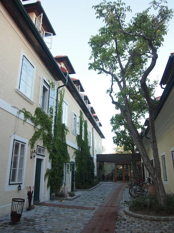 Das Hotel Landhaus Moserhof wurde vergangenes Frühjahr 2012 nach behutsamer Renovierung neu eröffnet und erstrahlt nun in einer gelungenen Symbiose aus Alt & Neu.
