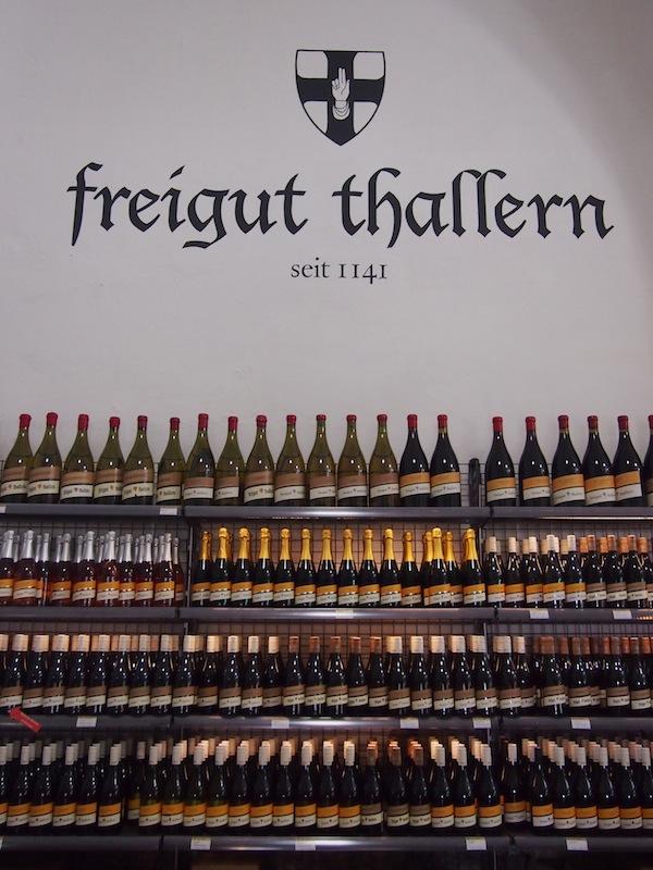 """Tags drauf sind wir zu Gast im historischen Freigut Thallern, ein """"Allrounder"""" unter den historischen Ausflugszielen mit Hotelangebot, Kapelle, Weinkeller, Verkostungen, Hochzeiten, ausgezeichnetem Restaurant und vielem mehr."""