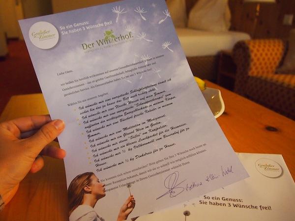 Wenig später öffne ich beim Entdecken des zweiten Geniesserzimmer-Betriebes in der Thermenregion Wienerwald ein Kuvert mit 10 individuellen Wünschen, von denen ich drei wahr werden lassen darf ...