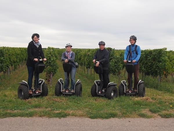 (So sehen) Echte Helden aus!? Bitte entscheidet selbst: Unterwegs auf unseren Segways cruisen wir durch die Deutschkreutzer Weinberge - ein tolles Regionalerlebnis vor der obligatorischen Weinkost!