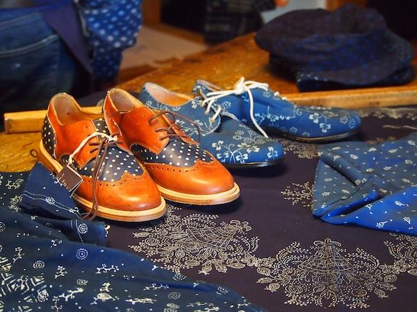 Die Kunst des Blaudrucks & Blaufärbens geht zurück auf viele Hunderte Jahre Tradition, heute praktizieren nur mehr sehr wenige alte Meister diese aufwändige Tradition bei der alles in Handarbeit geschieht.