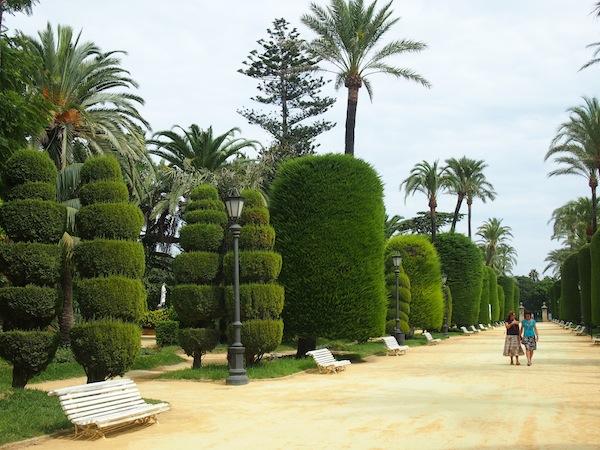 Unmittelbar neben der Weite des Atlantiks lädt der Parque Genoves zum Spazieren und Verweilen ein.