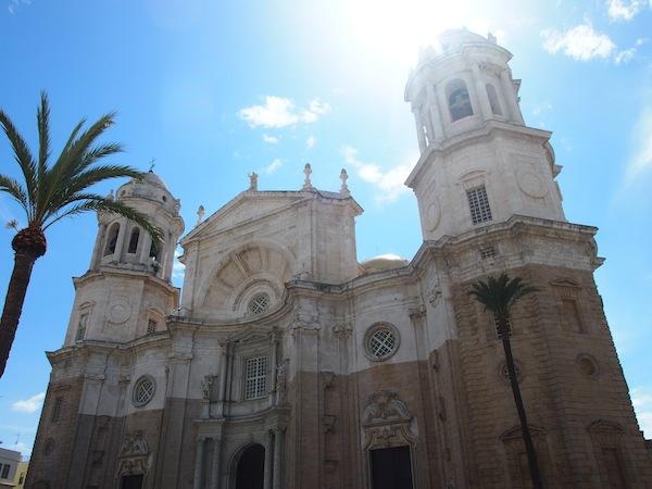 ... am Platz der Kathedrale lohnt ein Blick auf und in das massive Gebäude, welches im barocken Stil begonnen und im neo-klassizistischen Stil beendet worden ist: Beeindruckend.