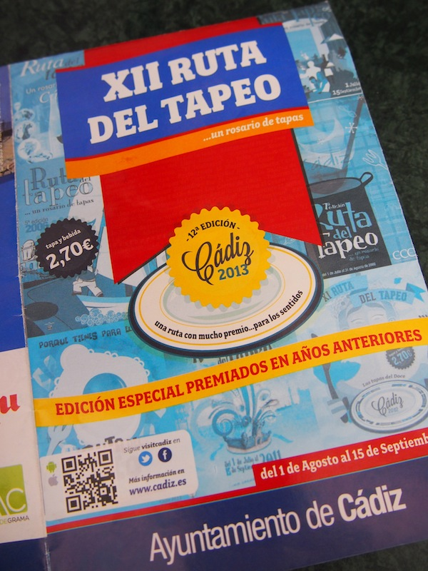 """Eine gute Möglichkeit, um die Stadt aus kulinarischer Sicht kennen zu lernen, ist die sogenannte """"Ruta del Tapeo"""", oder Tapas-Route welche von Anfang August bis Mitte September durch die ganze Stadt führt. Um € 2,70 pro Bar kann man hier Tapas plus Getränke verkosten ... eine gute und kostengünstige Idee :)"""